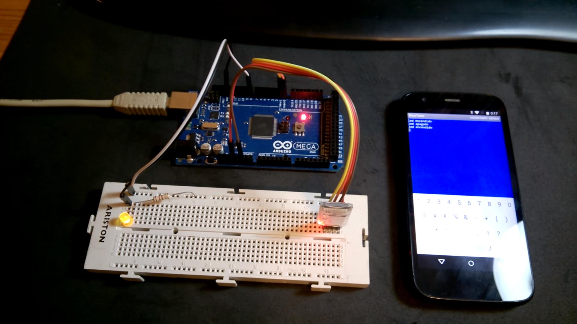 Arduino Mega 2560 con módulo bluetooth HC-05.